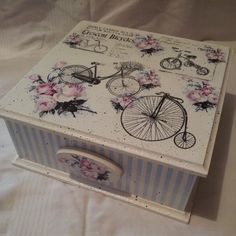 Decoupage Box, Diy And Crafts, Decorative Boxes, Scrapbooking, Wood, Home Decor, Handmade Crafts, Crates, Decorated Boxes