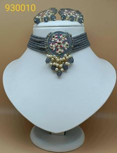 Kundan Set, Indian Jewelry Sets, Bollywood Jewelry, Green Gemstones, Ethnic Fashion, Wedding Sets, Necklace Designs, Necklace Set, Earring Set