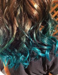 We've gathered our favorite ideas for Blue Turquoise Peacock Dip Dye Ombre Hair Hair Color, Explore our list of popular images of Blue Turquoise Peacock Dip Dye Ombre Hair Hair Color. Ombre Curly Hair, Blue Ombre Hair, Teal Hair, Curly Hair Styles, Blue Dip Dye Hair, Dye My Hair, Dyed Tips, Hair Dye Tips, Ash Brown Hair Color