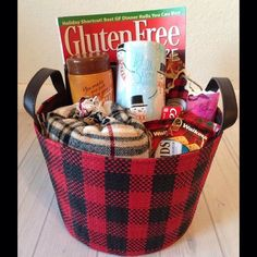 Your holiday guests will love to find this holiday guest basket waiting for them! Find out how I made it in the link in my profile. #SpreadKleenexCare