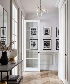 Parisian Apartment, Apartment Interior Design, Living Room Interior, Home Living Room, Interior Home Decoration, Kitchen Interior, Paris Apartment Interiors, Parisian Room, Parisian Kitchen