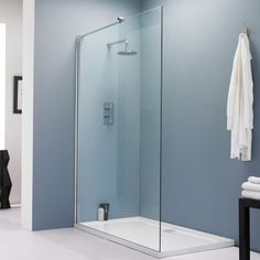This stylish wet room screen will create an ultra-modern look to the bathroom.