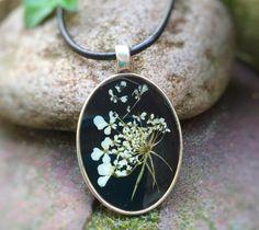 """Blütenschmuck - oval Kette echte """"Wilde Möhre"""" silberfarben black - ein Designerstück von Kiezelfen bei DaWanda"""