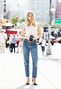 Sleeveless top, high-waisted jeans, and black heels