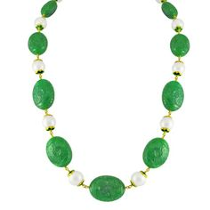 The 1line emerald South Sea Pearl Gold Chain. Pair it with a deep neck dress or a high neck #green #jewellery #SouthSeaPearls #emerald #chain #fashion
