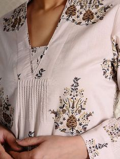 Kurta Cotton, Cotton Tunics, Dress Neck Designs, Sleeve Designs, Kurta Designs, Blouse Designs, Gala Design, Maternity Patterns, Fancy Kurti