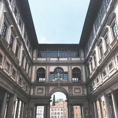 #RobertaRuiu Roberta Ruiu: When beauty is all around. — Italian beauty. — #Florence #Italy #beautiful #city #art #travelling #firenze #Italia #amazing #beauty #arte #photographer #iphone6 #vscocam #uffizi #galleriadegliuffizi #italianbeauty #discover #travel #traveltips