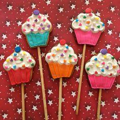 Love cupcake cookies Heart cookies saint valentine's  icing glass 14 february Pastelitos de san valentin, 14 de febrero