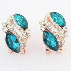 SHARE & Get it FREE | Pair of Noble Alloy Rhinestone Oval Earrings For WomenFor Fashion Lovers only:80,000+ Items • FREE SHIPPING Join Twinkledeals: Get YOUR $50 NOW!
