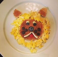King of the Breakfast. I'm This breakfast lion came to me in my sleep which means I have zero life and should probably get a day job.    Anyway, I woke up that morning, got right in the kitchen and whipped up a scrambled egg and toast lion. This was my first foray into eyeballs and began my love affair with making them out of apple and blueberry (sounds super weird in writing and I truly apologize for that).