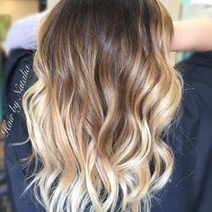 Brunette Balayage. Balayage in Denver. #denverhairsalon #cherrycreekdenver #balayage #brunettebalayage #denverart #balayagehair #denverhairsalon #modernsalon #behindthechair #americansalon #balayagestylist #balayagespecialist #haircolor #brunette...