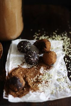 RAW VEGAN CHOCOLATE TRUFFLES IN 5 MINUTES