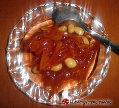 Great recipe for Quince spoon sweet from Pelion. Pelion is renown for its spoon sweets and since I am from Volos, my mother has taught me the art of making them. Recipe by Ματίνα Σ. Greek Sweets, Greek Desserts, Greek Recipes, Fruit Recipes, Dessert Recipes, Cooking Recipes, Quince Fruit, Quince Recipes, Greek Pastries