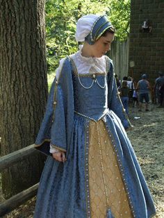 Medieval and Renaissance Dresses - Historical Clothing Costume Renaissance, Renaissance Dresses, Medieval Costume, Renaissance Fashion, Medieval Dress, Medieval Clothing, Renaissance Time, Tudor Costumes, Period Costumes