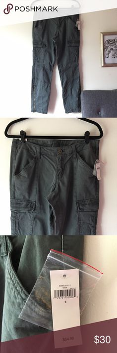 💜👖 NWT Gap Military Style Skinny Legged Jeans Size 6. NWT Never worn army style jeans. Zips at the ankles can open up if needed. Regular waist. I'm 5 2 and it fits me length size perfectly. No rips holes or snags. No fading in the color and all zippers/pockets work. Reasonable offers accepted!! Gap Pants Skinny