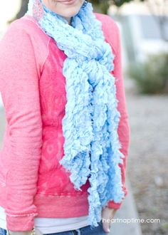 DIY scarf made from a blanket on iheartnaptime.net ...super easy and CUTE!