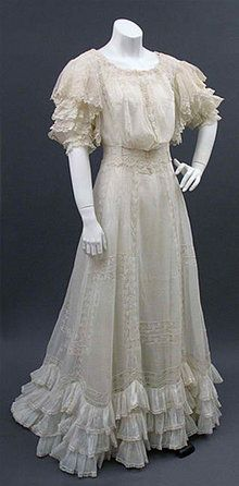 1905 lawn dress - Courtesy of pastperfectvintage.com