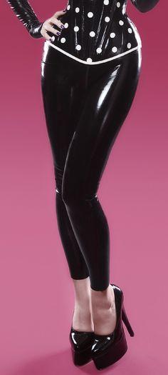 Besoin d'un legging noir et latex STAT.
