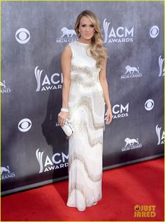 Carrie Underwood Shimmers & Shines at ACM Awards 2014