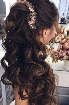 Aside from the practicality of choosing half-up hairstyles, half-down hairstyles are known for their versatility. To make your selection easier, we present you a list of trendy and beautiful looking half-up hairstyles! Wedding Hairstyles Half Up Half Down, Half Up Half Down Hair, Wedding Hairstyles For Long Hair, Long Hairstyles, Hairstyle Wedding, Hairdos, Half Updo, Bridesmaid Hairstyles, Elegant Hairstyles
