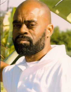 Not to be confused with the rap star Rick Ross, Freeway Ricky Ross was the most powerful drug king in Los Angeles in the 1980s. Ross allegedly received a portion of his cocaine from The CIA as part of the Iran-Contra scandal. At the height of his career, Freeway Ricky Ross claims he was earning $3 million a day and amassed a $600 million personal net worth. Ross served 13 years in a federal prison and was released in 2009.