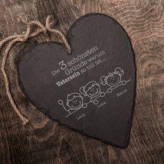 Schiefer ist ein wunderbares, mattschwarzes Material. Unser Schieferherz mit Gravur - Warum ich es liebe Vater zu sein ist deshalb ein absolut edles und schönes Geschenk für Väter.