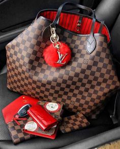 Find the current designer LV handbags for ladies with distinct class. Been looking for, louis-vuitton handbags and purses or even Get,discounted designer handbags,desi Lv Handbags, Luxury Handbags, Louis Vuitton Handbags, Fashion Handbags, Louis Vuitton Speedy Bag, Fashion Bags, Womens Fashion, Trendy Fashion, Louis Vuitton Neverfull
