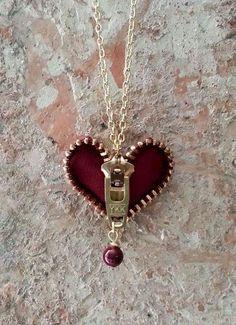 Ähnliche Titel wie Zipper Heart Necklace on Etsy - Diy Jewelry Unique Wire Jewelry, Jewelry Crafts, Beaded Jewelry, Handmade Jewelry, Unique Jewelry, Jewellery, Diy Zipper Jewelry, Jewelry Ideas, Zipper Bracelet