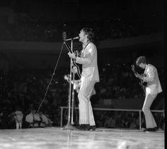 August 1966 The Beatles performing at Olympia Stadium, Detroit photo by Doug Elbinger Olympia Stadium, The Beatles Live, Beatles Photos, The Fab Four, George Harrison, Paul Mccartney, Rare Photos, John Lennon, Detroit