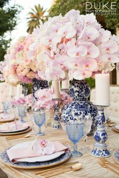 Blue and White Wedding Decor . Blue and White Wedding Decor . Rose Gold and Blush Pink Downtown St Pete Wedding Wedding Table Decorations, Wedding Table Settings, Wedding Centerpieces, Place Settings, Decor Wedding, Flower Centerpieces, Table Centerpieces, Decoration Photo, Decoration Table