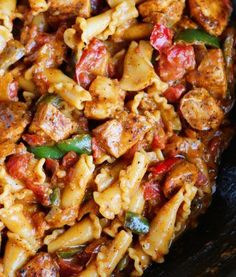 This Creamy Chicken Fajita Pasta is a HUGE winner! Everything cooks in one pan…