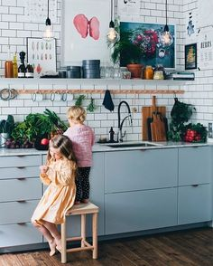 I love this quiet kitchen scene spotted via @designmom on Pinterest (updating credits shortly) #inspiredby #notmyphoto #cookingwithkids