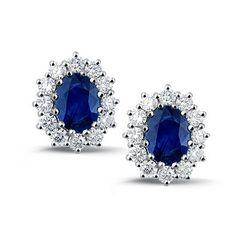 Seattle van Coster Diamaonds; 18crt witgouden oorringen met 2x = 2,7 karaat ovalen saffieren en 24x = 1,2 karaat Top Wesselton VVS1 briljant geslepen diamanten.