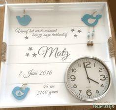 Mooi geboortebord voor Matz! DIY met een gepersonaliseerde stickerset van 9,95. Uniek en persoonlijk kraamcadeau om te geven! #zelfgeboortebordmaken