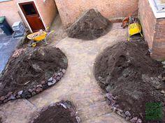 Kleine achtertuin vol romantiek Backyard Garden Landscape, Garden Landscaping, Garden Structures, Small Gardens, Garden Design, Planters, Chocolate, Outdoor Decor, Cottage
