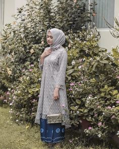 63 ideas for diy fashion tops inspiration Kebaya Modern Hijab, Kebaya Hijab, Kebaya Brokat, Dress Brokat, Kebaya Muslim, Muslim Dress, Model Kebaya Modern Muslim, Kebaya Lace, Kebaya Dress