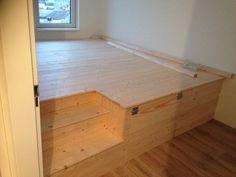 DIY Verhoging in onze slaapkamer: heel veel opbergruimte! Gemaakt van vurenhout. Platform Beds, Apartment Ideas, Room Inspiration, Room Ideas, Storage, Interior, Furniture, Home Decor, Style
