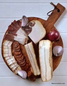Cum se face slănină afumată în Ardeal și Banat? Rețeta tradițională de slană sau clisă (nu șuncă!) | Savori Urbane Carne, Camembert Cheese, Cake Recipes, Romania, Cooking, Food Cakes, Kitchen, Ham, Pork