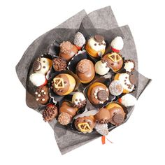 This delicious Donut bouquet contains a mix of fresh and chocolate dipped strawberries, in a handheld arrangement for Him or for Her. Lindt Chocolate, Chocolate Topping, Chocolate Bouquet, Belgian Chocolate, Chocolate Gifts, Fruit Gifts, Edible Gifts, Chocolate Dipped Strawberries, Chocolate Covered Strawberries