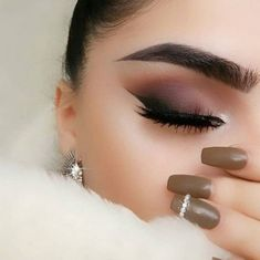 makeup glitter makeup tips video to blend makeup eyeshadow makeup everyday makeup tutorial for green eyes makeup use makeup for blue eyes revolution eyeshadow palette india Kiss Makeup, Cute Makeup, Glam Makeup, Makeup Inspo, Eyeshadow Makeup, Makeup Inspiration, Hair Makeup, Makeup Style, Revlon Eyeshadow