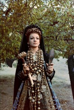 Maria Callas in Médée directed by Pier Paolo Pasolini, 1969 Maria Callas, Belle And Sebastian, Francoise Hardy, Perfect Woman, Vintage Movies, Classical Music, Fashion Pictures, Dark Mori, Diva