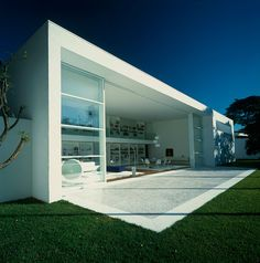 From architect Marcio Kogan, together with a couple of others gifted artists, comes this unique design, a project known as Gama Issa House and situated in São Paulo, Brasil Minimalist Architecture, Amazing Architecture, Contemporary Architecture, Contemporary Design, Residential Architecture, Interior Architecture, Design Exterior, Modern Interior Design, Modern Minimalist