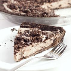 This No Bake Oreo Cheesecake Pie is a super easy to make cool and refreshing summer dessert! The filling is made from only 4 simple ingredients!