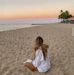 Beach Photography Poses, Beach Poses, Beach Picture Poses, Picture Ideas, Summer Pictures, Beach Pictures, Beach Instagram Pictures, Travel Pictures Poses, Instagram Beach