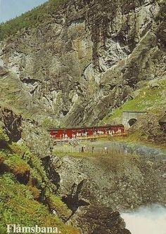JERN flaamsbanen-kjosfossen-aurland-med-tog.