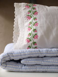 embroidered pillow 70x35 cm - Ottomania