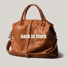Backroom color camel otra vez disponible tanto online cómo en tiendas físicas #basics #leather #handbag #handmadeinbarcelona #shopbcn #shoplocal #bcnshopping #bcnshoppingline #brussosa