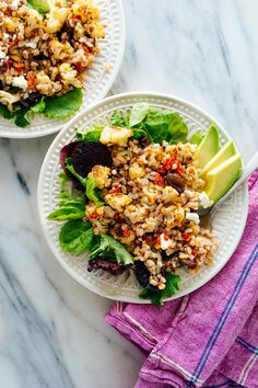 Roasted Cauliflower and Farro Salad with Feta and Avocado - This satisfying vegetarian salad recipe features warm cooked farro, roasted cauliflower, and fresh greens and avocado. This healthy salad is bursting with bold Mediterranean flavors! Creamy Cauliflower Soup, Cauliflower Soup Recipes, Roasted Cauliflower, Orzo Salad Recipes, Vegetarian Salad Recipes, Vegetarian Entrees, Farro Salad, Lentil Salad, Lentil Tacos