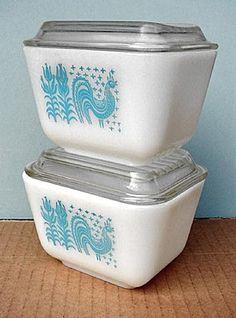 Vintage aqua Pyrex Butterprint refrigerator dishes with lids Vintage Pyrex Dishes, Vintage Bowls, Vintage Kitchenware, Vintage Glassware, Vintage Love, Vintage Items, Vintage China, Kitsch, Vintage Refrigerator