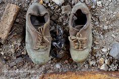 Το θρυλικό εργοστάσιο της Δραπετσώνας και η εγκατάλειψη της ελληνικής βιομηχανίας Fenty Puma, Bow Sneakers, Kai, Shoes, Zapatos, Shoes Outlet, Shoe, Footwear, Chicken